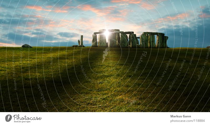Stonehenge Sonnenuntergang England Wolken Gras Religion & Glaube Esoterik rosa Großbritannien Englisch historisch Wahrzeichen Denkmal Schatten Rasen Abend blau