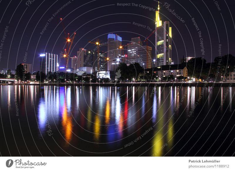 Skyline Frankfurt am Main Städtereise Büro Baustelle Kapitalwirtschaft Börse Geldinstitut Architektur Umwelt Wasser Flussufer Deutschland Hessen Europa Stadt