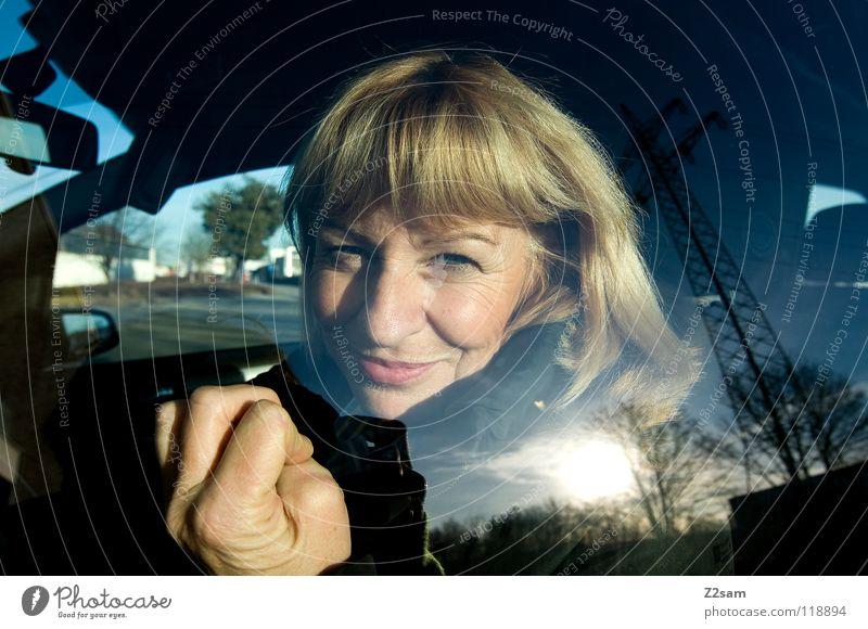 was is jetzt? Frau Mensch Hand alt Himmel Baum Sonne blau schwarz feminin Gefühle Fenster Haare & Frisuren PKW Raum glänzend