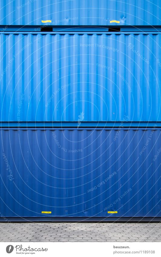 HH | blaustapler. Hafen Straße Wege & Pfade Schifffahrt Containerschiff Schriftzeichen Schilder & Markierungen Hinweisschild Warnschild Linie Streifen stehen