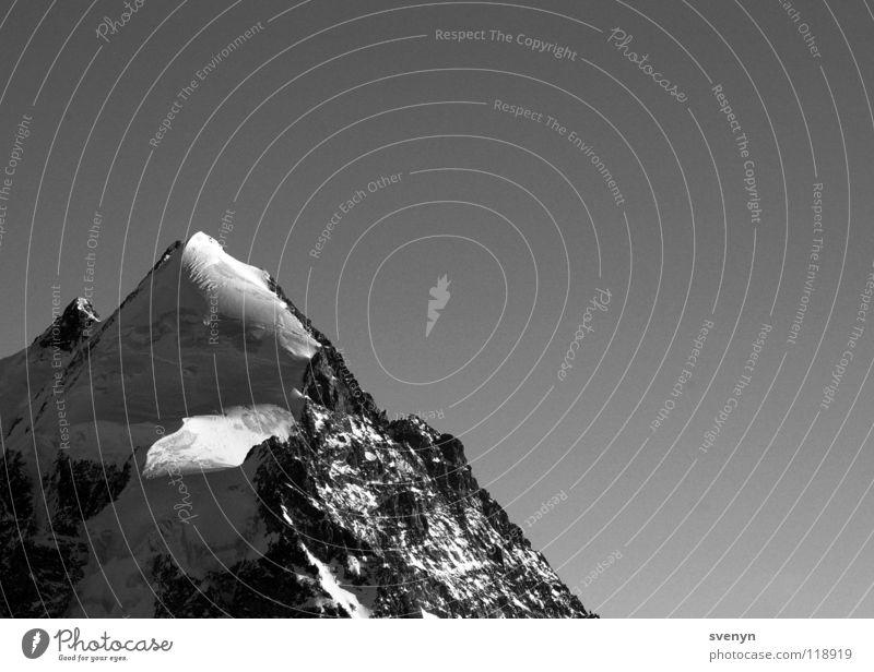 Lonely Berg Einsamkeit standhaft Engadin Gipfel massiv Berge u. Gebirge Schnee Eis gifpel Spitze Felsen