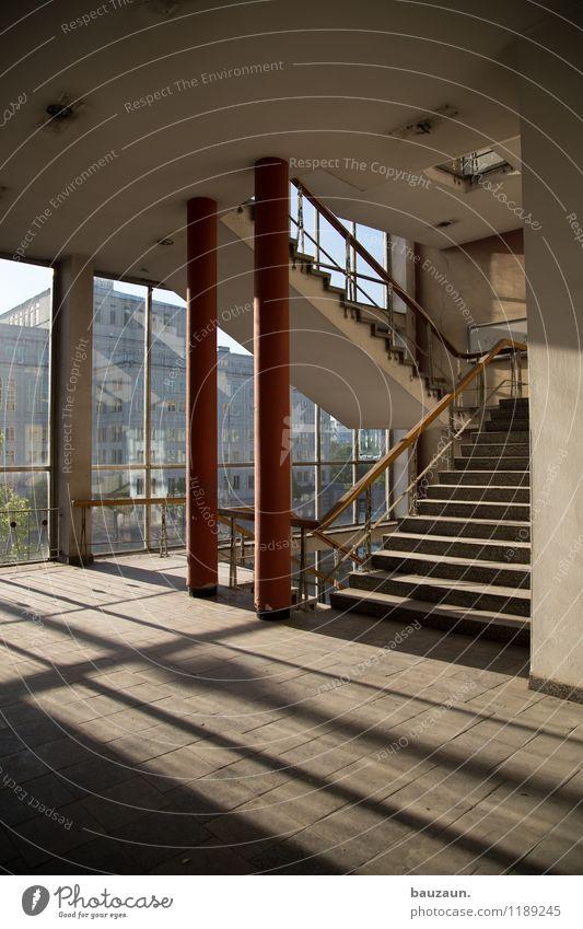 ||. Haus Industrieanlage Bauwerk Gebäude Architektur Mauer Wand Treppe Fassade Fenster Linie Streifen hell Farbfoto Innenaufnahme Menschenleer