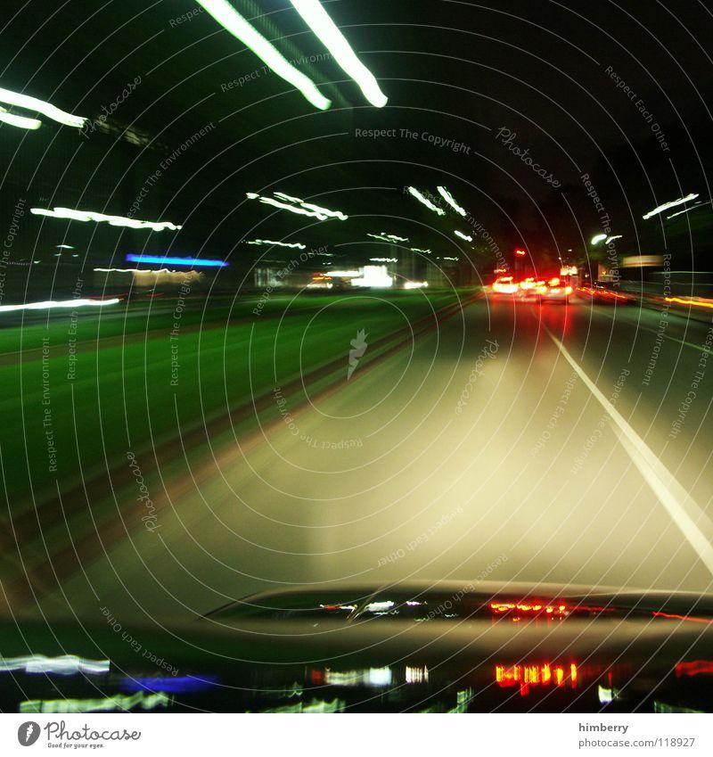 nightrider Nacht Stadt Stadtleben Verkehr fahren Autofahren Licht Rücklicht Verkehrswege Straßennamenschild PKW citylife Beleuchtung Bewegung car himbeertoni