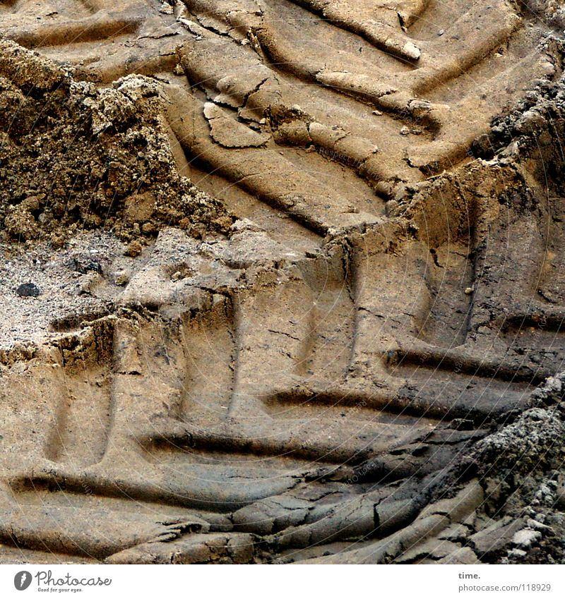 Eindrücklicher Ausdruck dunkel Arbeit & Erwerbstätigkeit Sand hell braun Erde fahren Baustelle Spuren Konzentration Handwerk Verkehrswege Gewicht Gesichtsausdruck diagonal Eindruck