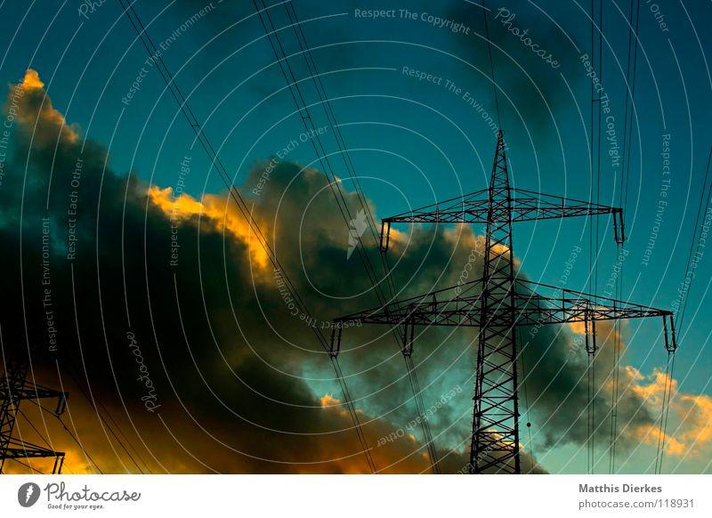 Strommasten (1,5) Elektrizität Stahl Lebensgefahr Wolken Sonnenuntergang Gewitterwolken grün Dämmerung Hälfte ländlich ökologisch Energiewirtschaft