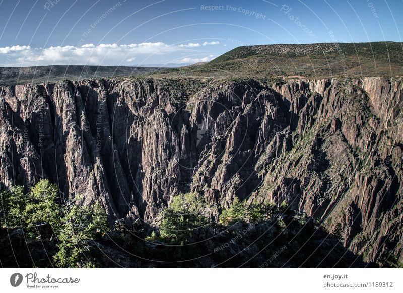 tief, tiefer... Ferien & Urlaub & Reisen Tourismus Abenteuer Sommer Sommerurlaub Umwelt Natur Landschaft Himmel Horizont Schönes Wetter Sträucher Felsen