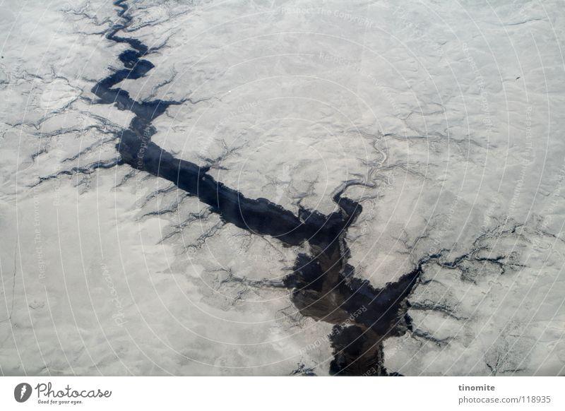 ... und die Erde tat sich auf! Natur blau weiß Winter schwarz Landschaft Schnee Berge u. Gebirge Felsen Flugzeug Macht USA tief Riss Oberfläche