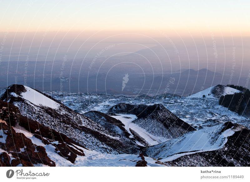 Aussicht vom Ätna . Klettern Bergsteigen Natur Landschaft Horizont Sonnenaufgang Sonnenuntergang Schönes Wetter Berge u. Gebirge Schneebedeckte Gipfel Vulkan