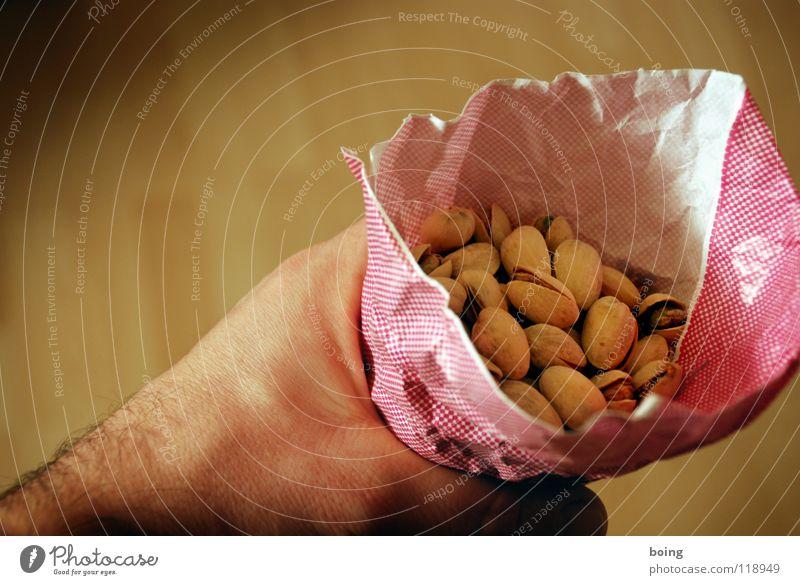 Papiertütenhalter Pistazie Steinfrüchte Nuss Knabbereien Fingerfood Sammlung häuten pulen brechen Ernährung Kerne Fett Gift ungesund Schimmelpilze Kalorie