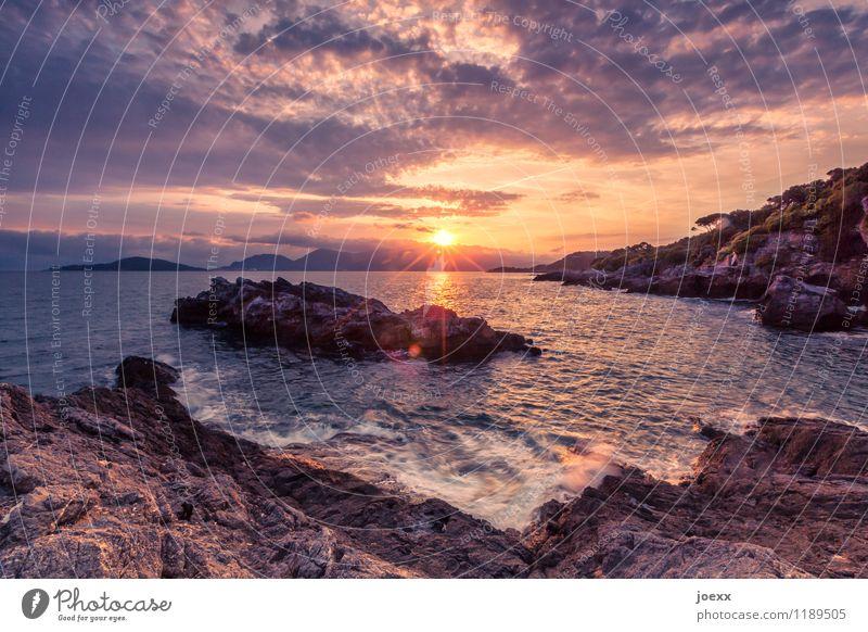 Du atmest ein, du atmest aus. Himmel Ferien & Urlaub & Reisen Sommer schön weiß Sonne Landschaft Meer Wolken Religion & Glaube Küste braun Felsen orange