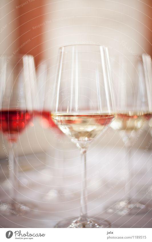 wein Getränk Alkohol Wein Rotwein Weißwein Glas Weinglas Lifestyle Reichtum Stil Party Veranstaltung Feste & Feiern trinken elegant Flüssigkeit lecker Farbfoto