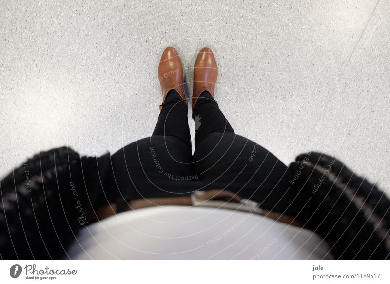 beene Mensch feminin Frau Erwachsene Beine Fuß 1 Mode Bekleidung Hose Schuhe trendy Farbfoto Innenaufnahme Tag Vogelperspektive