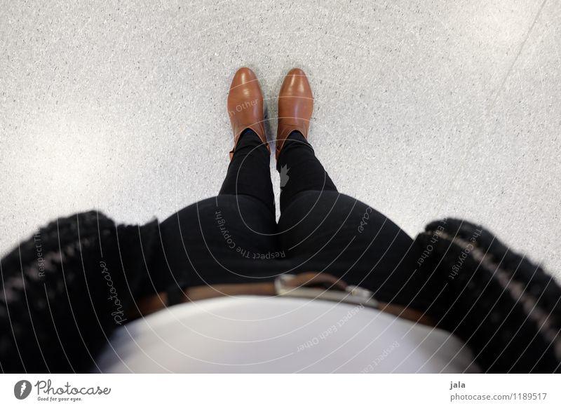 beene Mensch Frau Erwachsene feminin Beine Mode Fuß Schuhe Bekleidung Hose trendy
