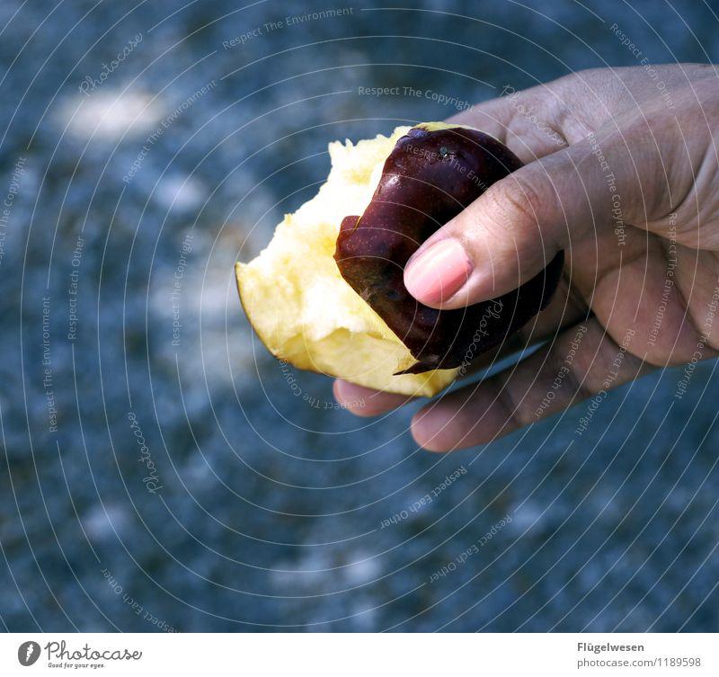 vergifteter Apfel Mensch Jugendliche Junge Frau Gesunde Ernährung Hand Speise Essen Lebensmittel Stadt Essen Frucht Finger lecker exotisch