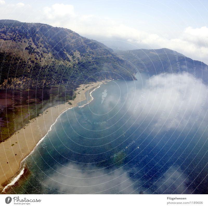 Land in Sicht Ferien & Urlaub & Reisen Ferne Strand Berge u. Gebirge Küste Flugzeugfenster Freiheit fliegen Tourismus Luftverkehr Wellen Aussicht Ausflug