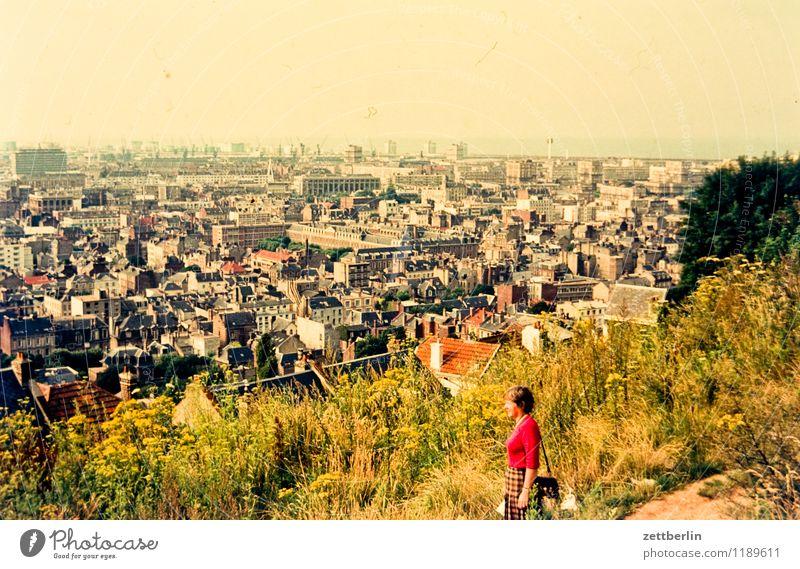 Stadt X Frau Aussicht Berge u. Gebirge Hügel überblicken Überblick Bretagne Dia Frankreich Ferien & Urlaub & Reisen Reisefotografie Tourismus Spaziergang