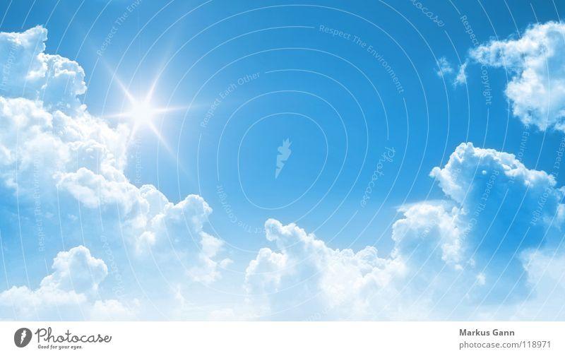 strahlender Himmel Farbfoto Außenaufnahme Textfreiraum Mitte Tag Zentralperspektive Sommer Sonne Lampe Luft nur Himmel Wolken Wetter Schönes Wetter hell blau