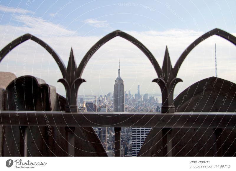NYC Haus Fenster Architektur Stein Metall Fassade Häusliches Leben Büro Tourismus Hochhaus Bauwerk Höhenangst Skyline Bankgebäude Hauptstadt Stadtzentrum