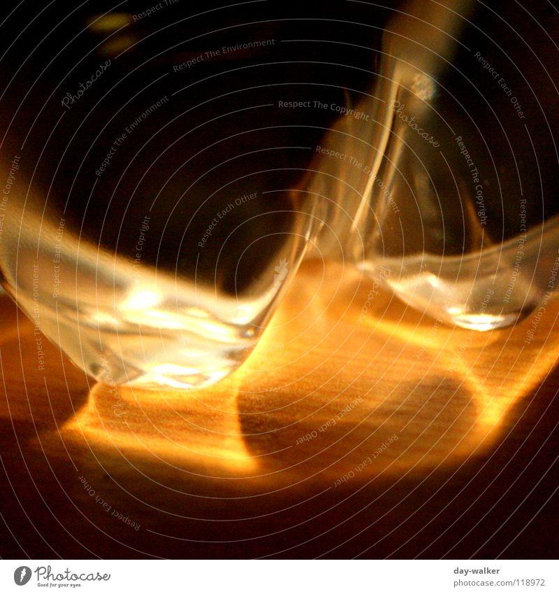 Abstrakt Wasser dunkel hell nass Bodenbelag abstrakt Flüssigkeit Statue obskur Flasche liquide Deformation
