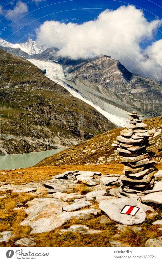 Schweiz (4) Berge u. Gebirge Hochgebirge Felsen massiv Ferne Nebel Dunst Ferien & Urlaub & Reisen Reisefotografie Tourismus Alpen karg Landschaft Natur