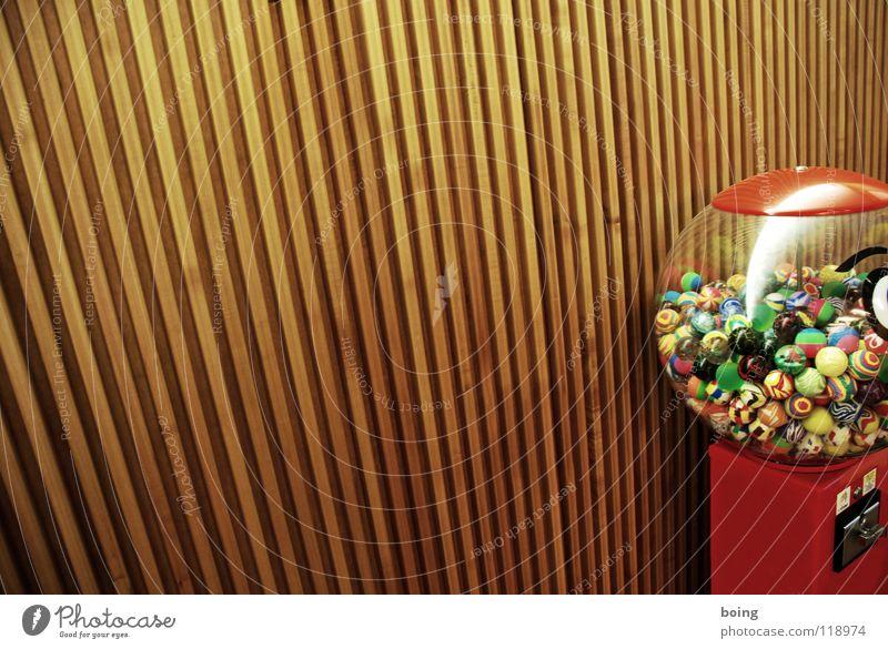 Glücksgriff Kaugummiautomat Automat Spielzeug Gummiball Murmel Dinge Schnickschnack mehrfarbig Nepp Souvenir Kugel Ball Textfreiraum links Bildausschnitt