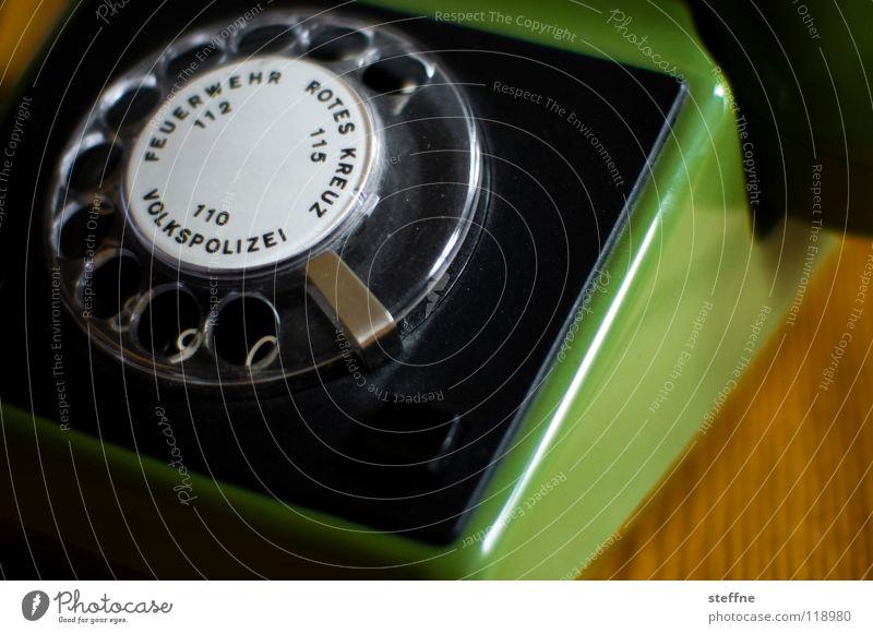 Eins Zwei Pullißai alt grün Deutschland Wohnung Angst Tisch Hilfsbereitschaft Netzwerk Telefon retro Kommunizieren Ziffern & Zahlen Kunststoff Arzt Kontakt DDR