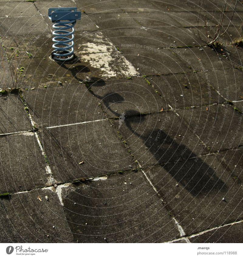 Ausgespielt Schatten Abendsonne Bodenplatten verfallen dunkel Spielplatz Spielzeug Wippe springen Spirale Schwimmbad Freibad Sommer Freizeit & Hobby obskur