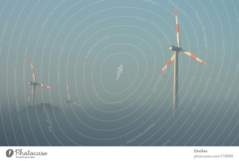 morgens um 6.15 blau rot Sommer grau Landschaft Nebel Wind Horizont Industrie Energiewirtschaft Elektrizität Flügel Windkraftanlage ökologisch Triebwerke