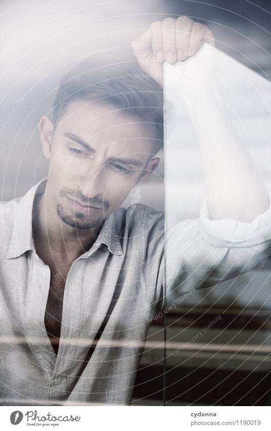 Portrait mit Scheibe elegant Stil schön Gesundheit Erholung ruhig Mensch Junger Mann Jugendliche Leben 18-30 Jahre Erwachsene Fenster Hemd Stress Einsamkeit