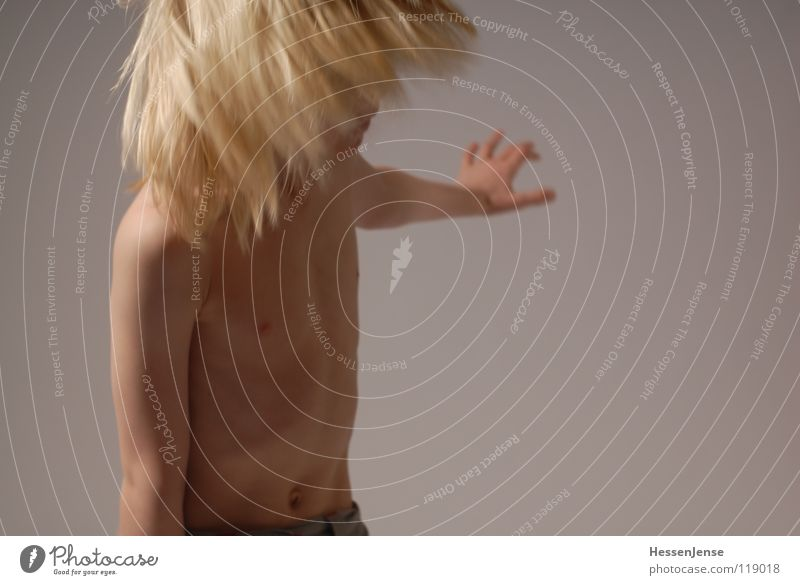 Haare 7 blond Oberkörper Geschwindigkeit Gefühle Eile Ärger Bewegung Hass Freude Haare & Frisuren stark Schwäche schön Energiewirtschaft Hin her Glück Ungeduld