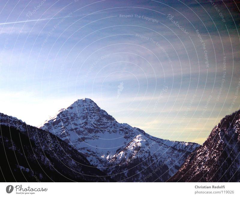 Berg (Thaneller) See Schneelandschaft Winter rot Schlittschuhlaufen Gebirgssee Berge u. Gebirge Eis Alpen Landschaft Himmel Felsen blau