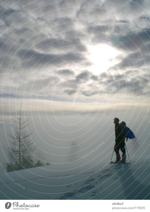 Nebelstille_2 Mensch Mann Einsamkeit ruhig Wolken Winter Berge u. Gebirge Schnee wandern Alpen Klettern Bergsteigen Wintersport Schneespur Schneeschuhe