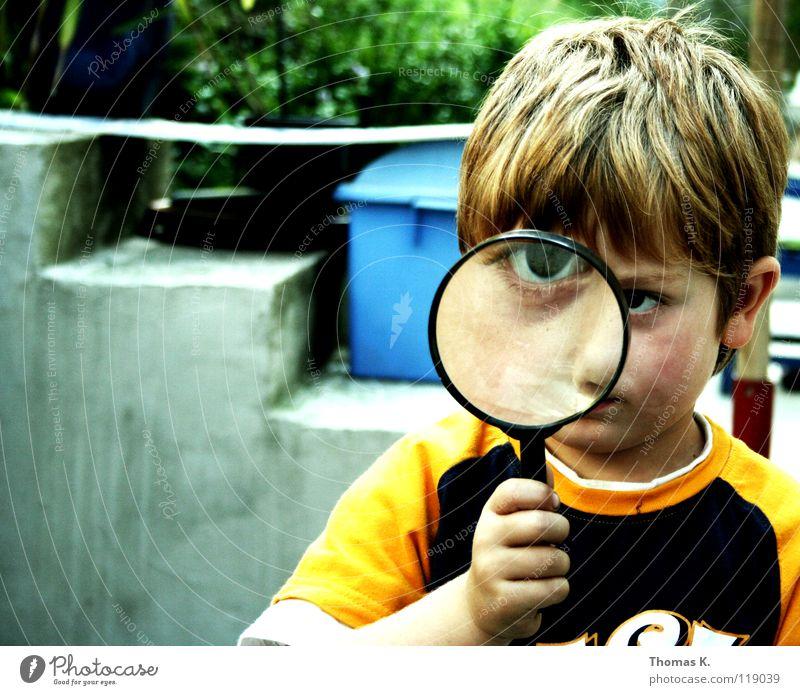 Through The Looking Glass Kind Hand Freude Gesicht Auge Junge Haare & Frisuren Sicherheit Kindheit Informationstechnologie Treppe Suche Brille T-Shirt lesen