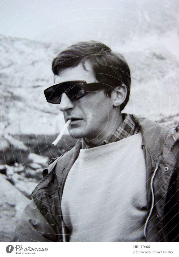 Long time ago..... Jugendliche Mann Erwachsene Berge u. Gebirge Stil Nebel nass Fotografie Coolness Gipfel Klettern Rauchen Müdigkeit analog Sonnenbrille