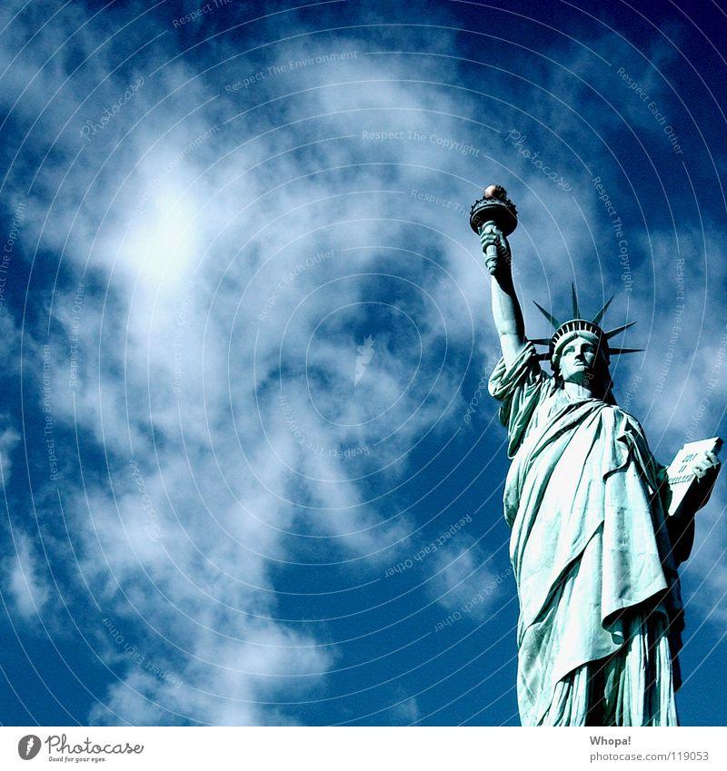I Love New York II New York City Wolken Licht weiß Wahrzeichen Denkmal Freiheit Himmel Sonne blau Freiheitsstatue