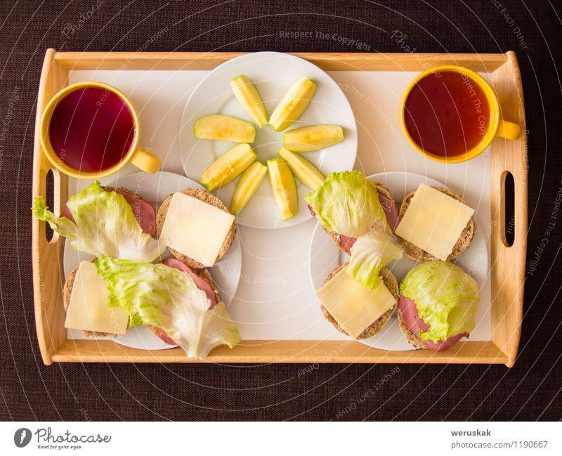 Hausgemachtes Frühstück: Brot mit Käse, Schinken und Salat Gesunde Ernährung natürlich Speise Gesundheit Frucht frisch authentisch Gemüse lecker Apfel