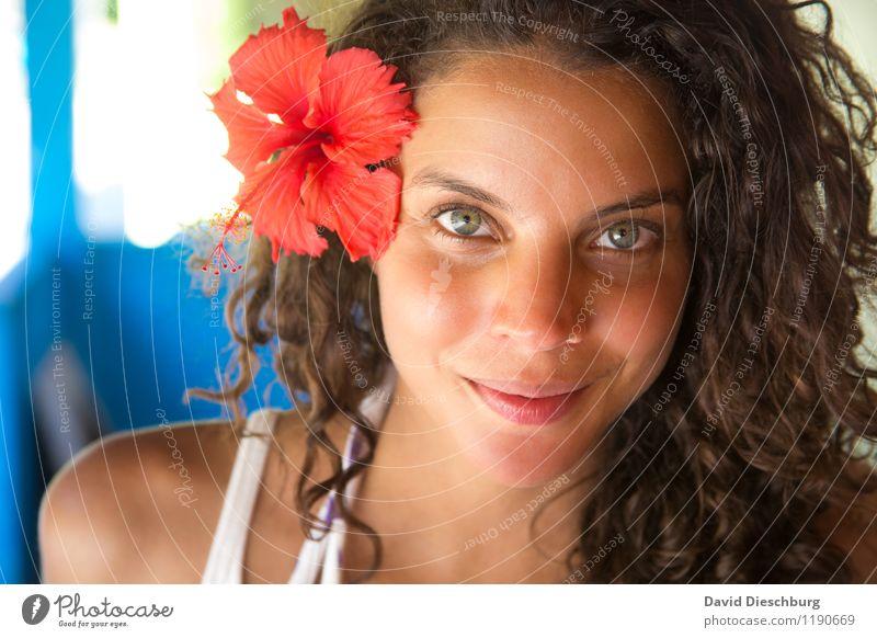 Sommerkind Mensch Frau Ferien & Urlaub & Reisen Jugendliche schön Meer Blume rot ruhig Ferne 18-30 Jahre Strand Erwachsene Gesicht Blüte feminin