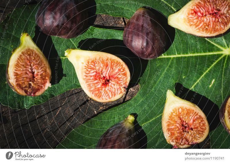 Feigen in gelber Schüssel Frucht Diät exotisch Natur Herbst Blatt frisch natürlich saftig grün rot reif Lebensmittel Holz organisch purpur süß Hintergrund
