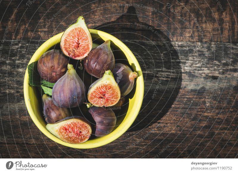 Feigen in gelber Schüssel Frucht Dessert Ernährung Schalen & Schüsseln exotisch Tisch Natur Herbst frisch natürlich saftig Lebensmittel rustikal süß Holz roh