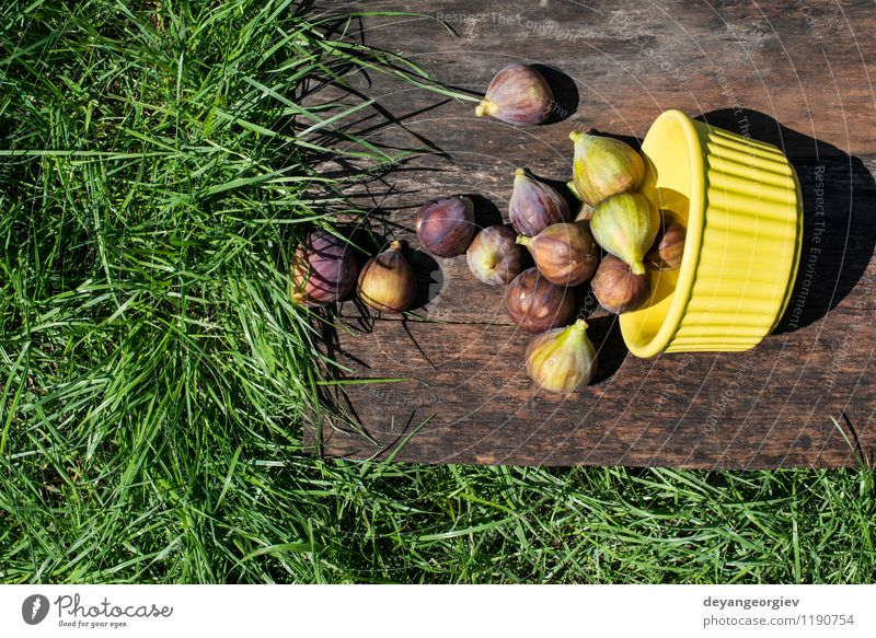Feigen in gelber Schüssel Natur Herbst natürlich Frucht frisch Ernährung Tisch exotisch Dessert Schalen & Schüsseln Scheibe saftig Zutaten rustikal roh tropisch