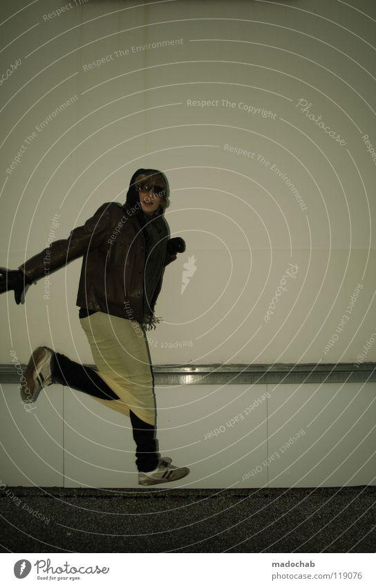 HUPFDOLE Mensch Mann Jugendliche Freude Wand Bewegung springen Mauer lustig Mode Feste & Feiern maskulin Aktion Lifestyle retro Maske