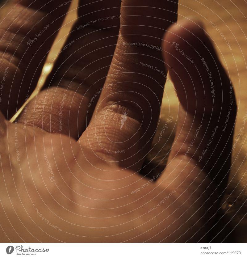 Finger alt Hand Gefühle Linie Zeit Haut Finger Show rund Kommunizieren weich nah zart fangen Handwerk Tiefenschärfe