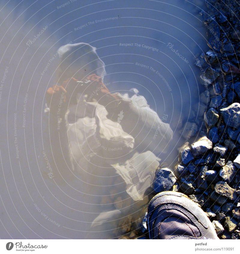 Test, Test... neue Kamera Fotograf Pfütze wandern Schuhe Jacke Winter kalt Reflexion & Spiegelung Frau Freizeit & Hobby steinig Vogelperspektive