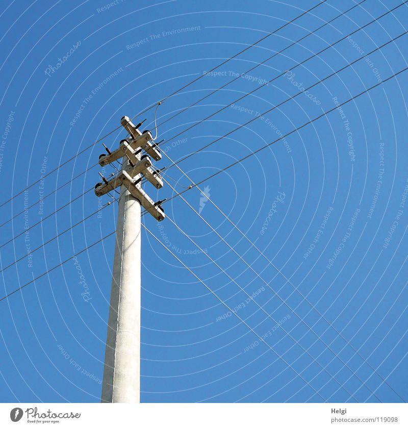 Energie-Kreuzung Himmel blau grau Linie Metall Beton groß hoch verrückt Industrie Energiewirtschaft Elektrizität Technik & Technologie Kabel stehen dünn