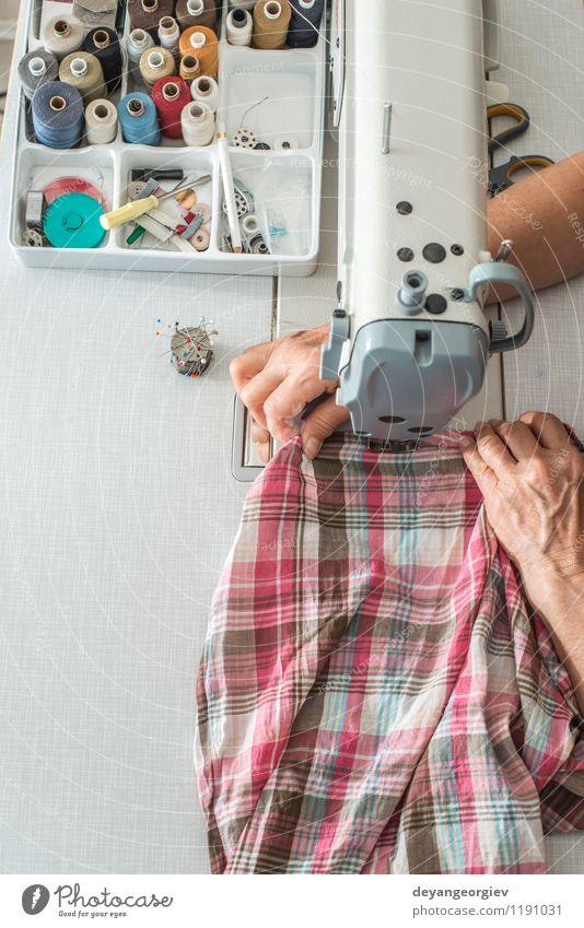 Nähmaschine Design Arbeit & Erwerbstätigkeit Fabrik Industrie Handwerk Werkzeug Maschine Mode Bekleidung Kleid Stoff Metall machen Nähen Faser Nadel Textil