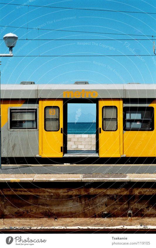 Zug der Freiheit mehrfarbig Außenaufnahme Afrika Industrie Südafrika Cap der Guten Hoffnungen Kap des südlichen Afrikas Reise mit dem Zug durch Süd Afrika