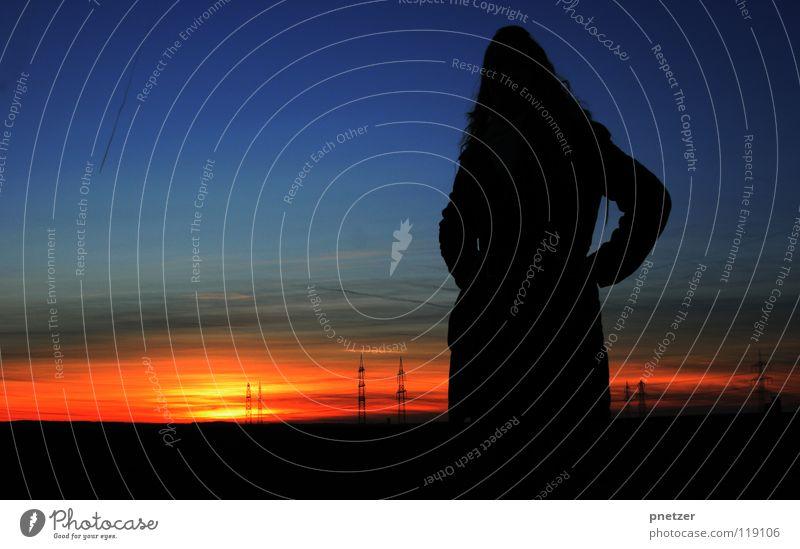 Besser als ... Sonnenuntergang Verlauf rot gelb Wolken Dämmerung schwarz Elektrizität Frau Himmelskörper & Weltall Freude blau orange Abend Strommast Silhouette