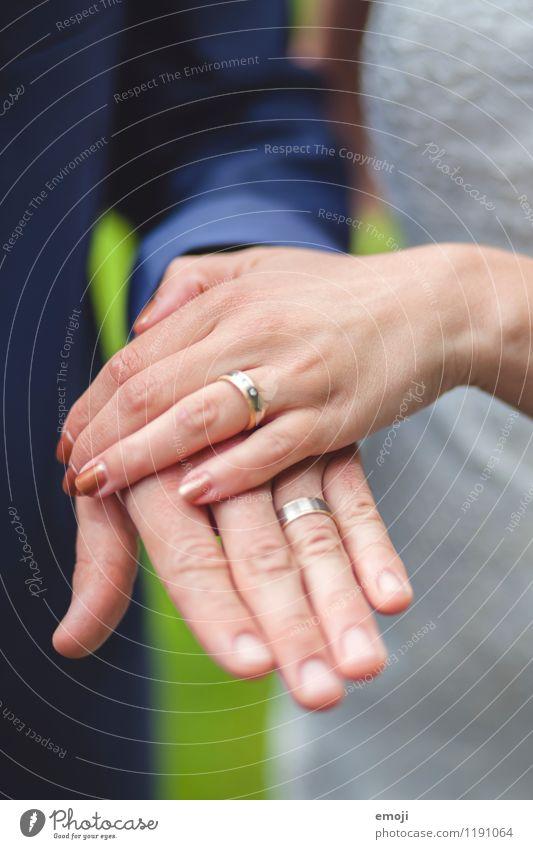 wedding Frau Erwachsene Mann Paar Partner Hand 2 Mensch Accessoire Schmuck Ring Zusammensein positiv Ehering verheiratet Hochzeit Farbfoto Außenaufnahme