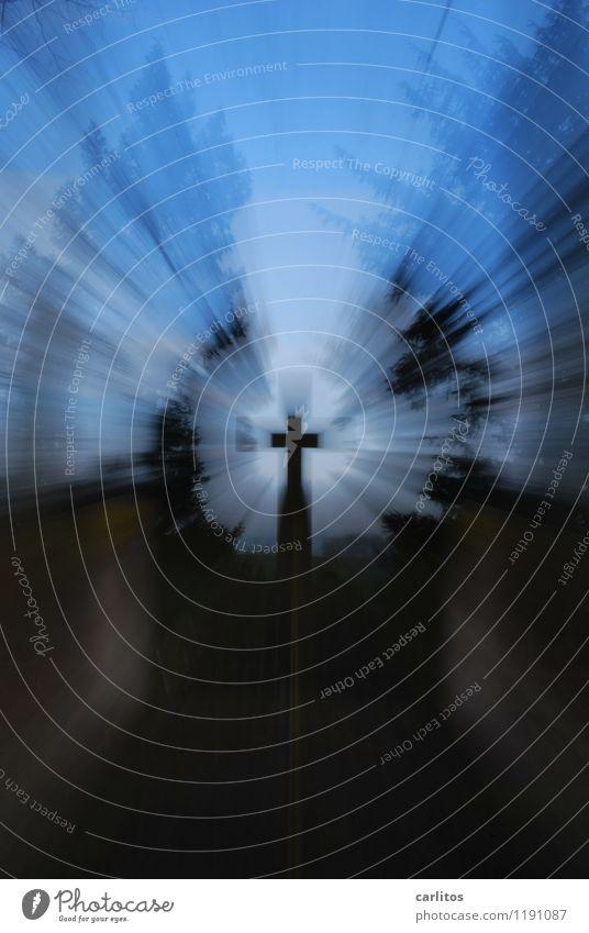 5000 Tage PHOTOCASE Denkmal blau schwarz Energie Christliches Kreuz Friedhof Zoomeffekt Beleuchtung Religion & Glaube Trauer Volkstrauertag Katholizismus