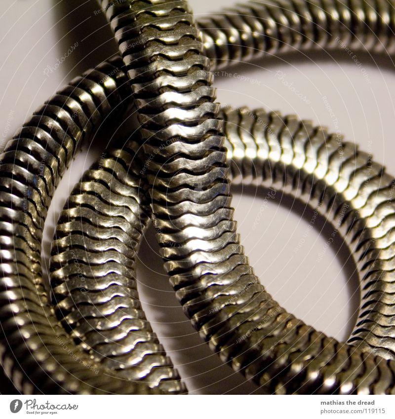 Erbstück alt schön Metall Lampe gold elegant glänzend Dekoration & Verzierung Kreis rund lang Schmuck drehen Dynamik Kurve Kette